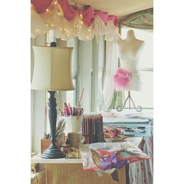 The nice craftroom picture from Shalavee.com